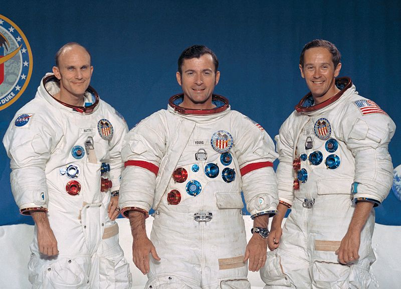 Fot. 18 – Załoga misji Apollo 16, Od lewej: Thomas K. Mattingly, John W. Young i Charles M. Duke Jr.