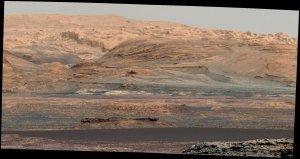 Ciemna warstwa w dolnej części kadru to właśnie wydmy Bagnold