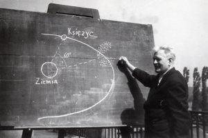 Dr Kazimierz Kordylewski w roku 1961 na tarasie Obserwatorium w Krakowie