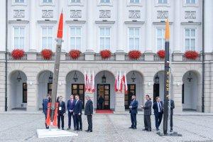 Rakieta Bursztyn na dziedzińcu Pałacu Prezydenckiego