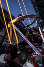 Cztery wiązki laserowe skierowane w niebo z teleskopu VLT