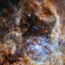 Gromada otwarta R136 w Mgławicy Tarantula w Wielkim Obłoku Magellana