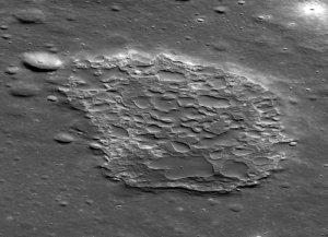Struktura Ina na powierzchni Księżyca