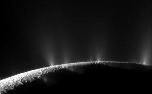 Pióropusze pary wodnej na Enceladusie