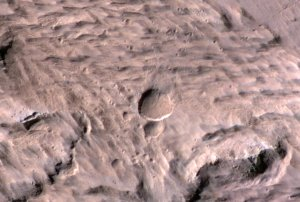 Nowy kratger na Marsie, który powstał w 2012 roku