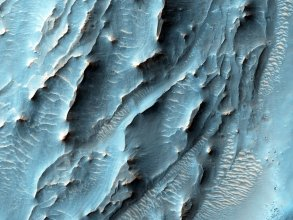 Fragment krateru Gale na Marsie - zdjęcie z sondy Mars Reconnaissance Orbiter (MRO)