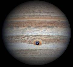 Jowisz, Wielka Czerwona Plama i Ziemi