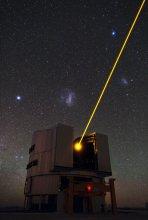 Jeden z teleskopów VLT z systemem laserowej gwiazdy porównania