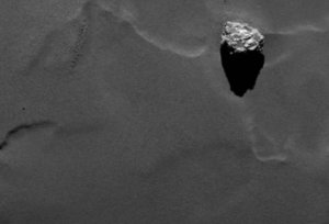 Skała o nazwie Cheops na komecie Czuriumowa-Gierasimienko