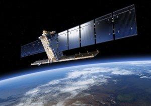 Satelita Sentinel-1A na orbicie okołoziemskiej (wizja artystyczna)