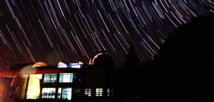 Niebo nad centrum edukacji astronomocznej w Yeongyang Firefly Eco Park