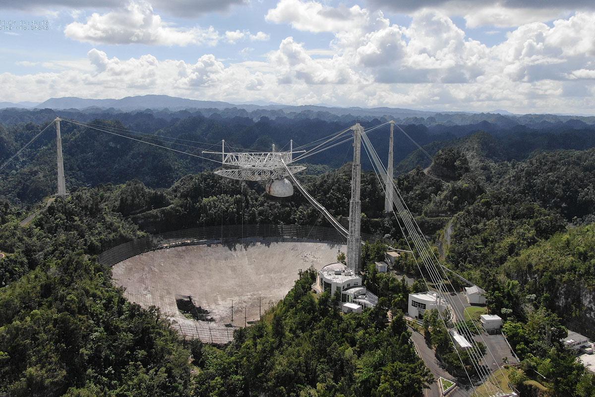 Zawalił się radioteleskop Arecibo | Urania - Postępy Astronomii